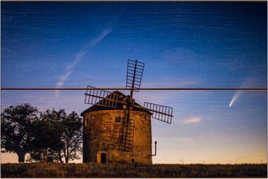 Větrný mlýn a kometa A - 20x30 - dřevo